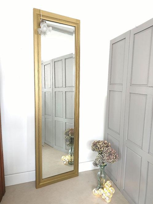 Grand miroir doré vintage en chêne