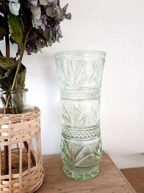 Grand vase en verre soufflé ciselé