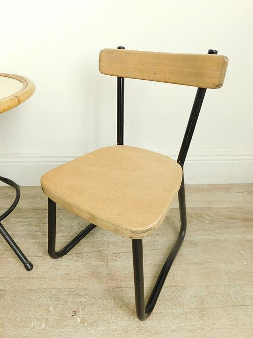 Chaise d'école de style industriel