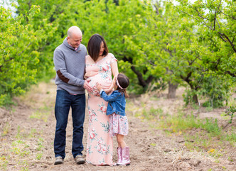 SPRING MATERNITY SESSION // HERITAGE ORCHARD // MATERNITY