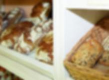 Brotauswahl im Rüsselbacher Hofladen