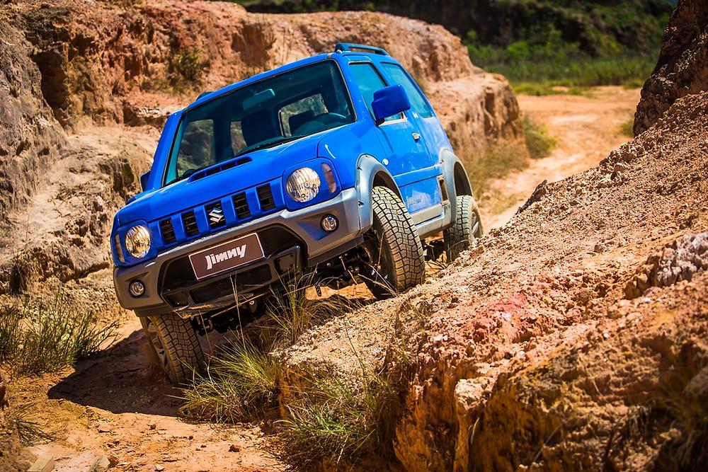 Suzuki Jimny ganha sistema multimídia com espelhamento e novo volante