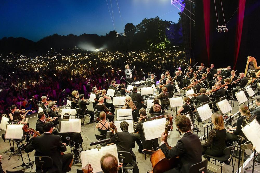 Conhecida por suas construções medievais, Nurembergue recebe dois concertos clássicos ao ar livre