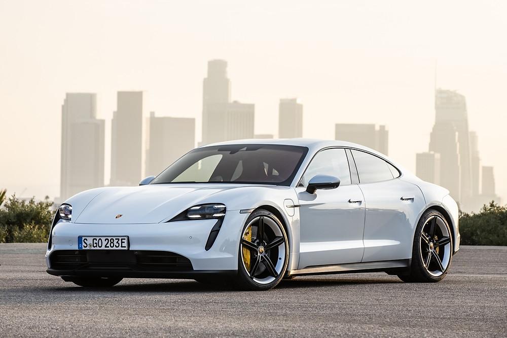 Cientistas declaram o Porsche Taycan o carro mais inovador do mundo