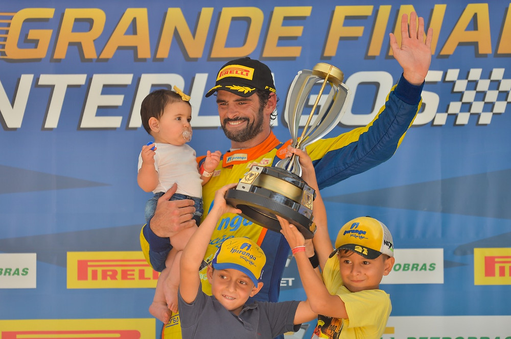 Vencedor da corrida Thiago Camilo