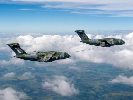 Embraer conclui com sucesso teste de reabastecimento em voo entre duas aeronaves KC-390 Millennium