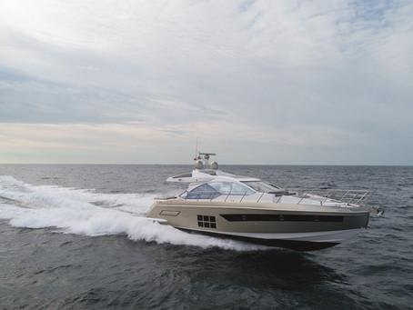 Iate S6 da Azimut Yachts chega pela primeira vez ao Brasil e será entregue a cliente nos próximos di
