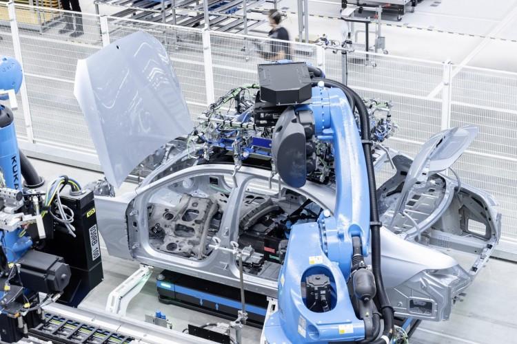 Mercedes inaugura Factory 56 que marca o início da produção do novo Mercedes-Benz Classe S