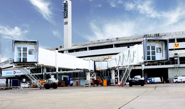 Novas pontes de embarque no Aeroporto Internacional Tom Jobim no Rio de Janeiro