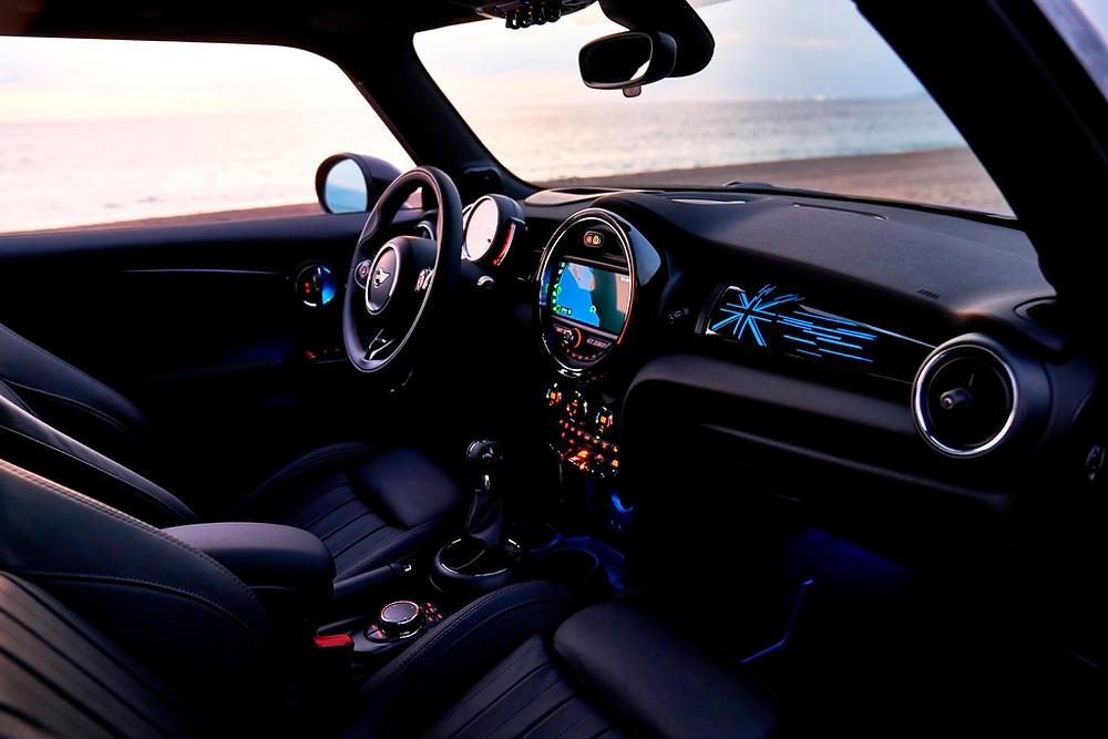 Mini Hatch e Cabrio surgem renovados em Detroit e novidades chegam a Brasil no segundo semestre