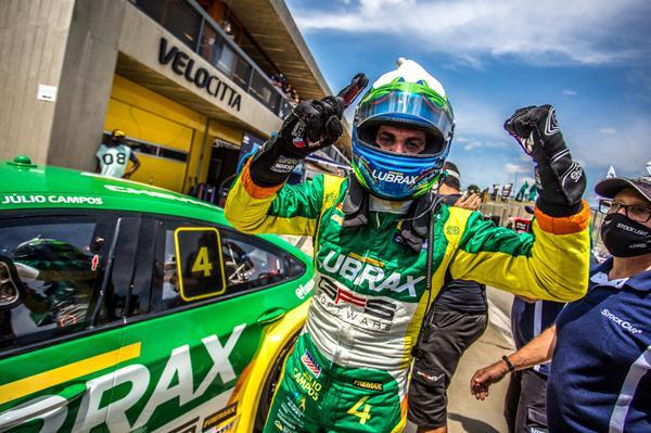 Stock Car: Julio Campos conquista pole no Velocitta com o líder Cesar Ramos ao lado