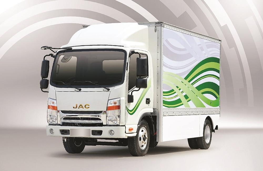 Com autonomia de 200 km, caminhão 100% elétrico da JAC chega este ano por R$ 259.900