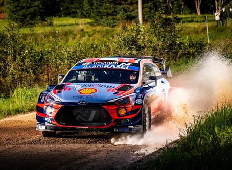 WRC: Ott Tänak termina o sábado na frente da prova disputada em casa