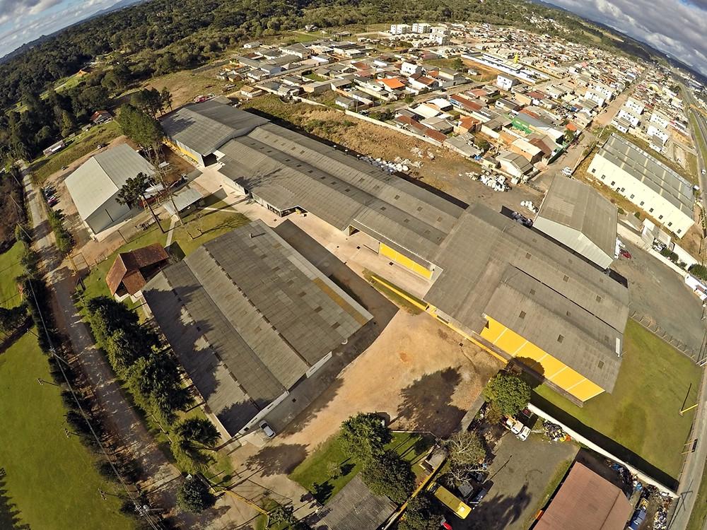 Fábrica da Triton Yachts fica na região metropolitana de Curitiba e possui uma área de 6.500 m² e concentra quase 200 colaboradores diretos e indiretos. Até o final deste ano, empresa prevê crescimento de 15% e retomada das exportações para América Latina.