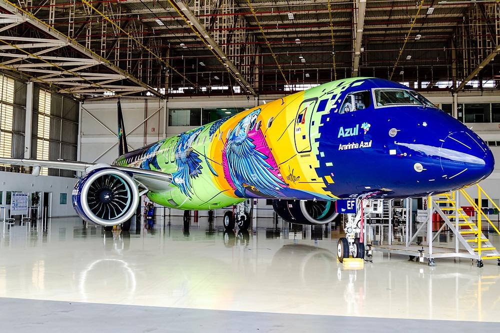 Aviação: Ararinha Azul, o mais colorido Embraer da Azul é apresentada em Campinas