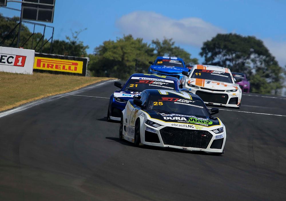 Gabriel Casagrande  e  Sérgio Ramalho dividem vitórias na abertura da GT Sprint Race