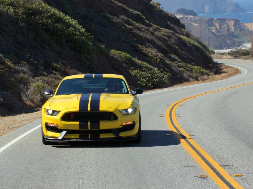 Mustang Shelby GT350R ganha kit de bancos traseiros