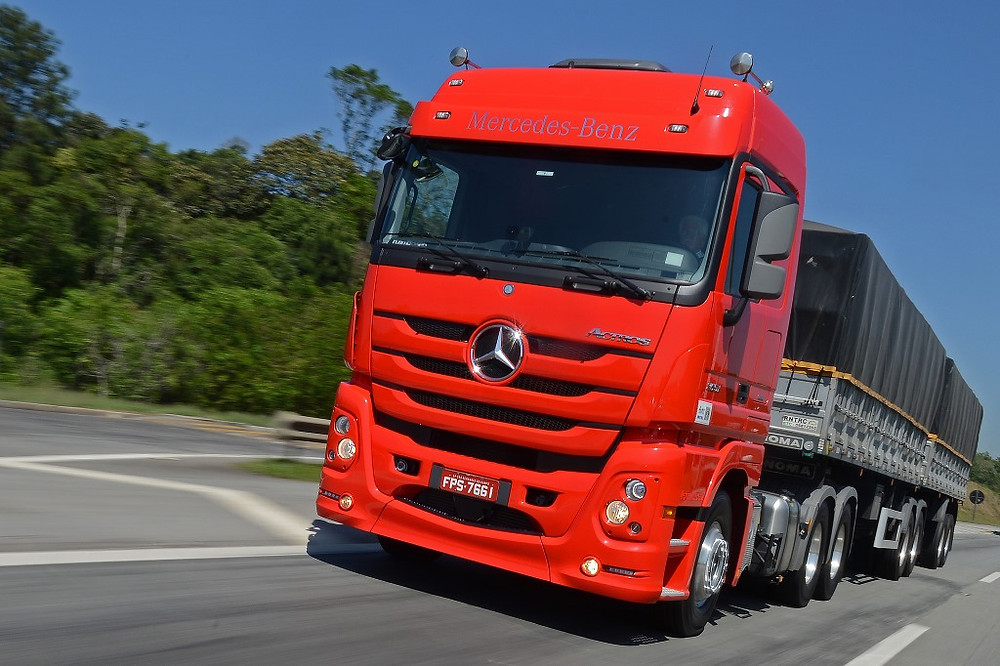 Mercedes-Benz consegue resultados expressivos na venda de caminhões extrapesados em Janeiro