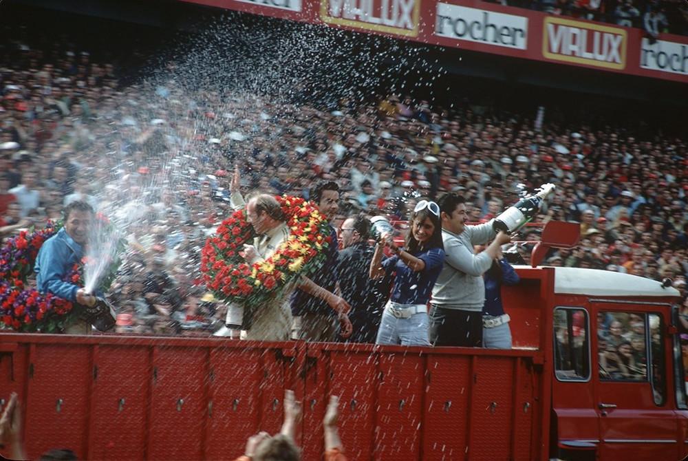 Le Mans 1970: Hans Herrmann e Richard Attwood celebram sua vitória.