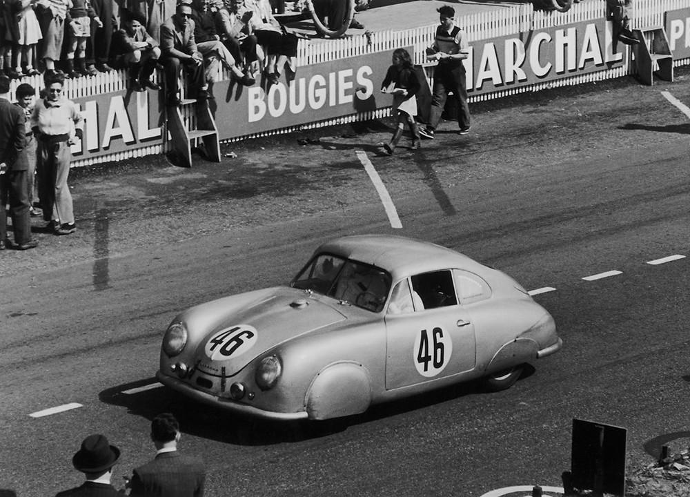 Le Mans 23/24.06.1951: Auguste Veuillet e Edmond Mouche alcançaram a vitoria na classe até 1100 cc com o Porsche 356 SL 1100 na primeira corrida da Porsche em Le Mans.