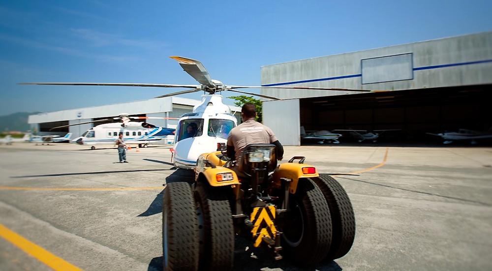 Push back de aviação executiva, um dos serviços oferecidos pelas esatas