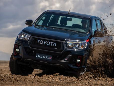 Toyota apresenta uma nova edição da Hilux GR Sport com motor V6 de 234 cv e mais esportividade