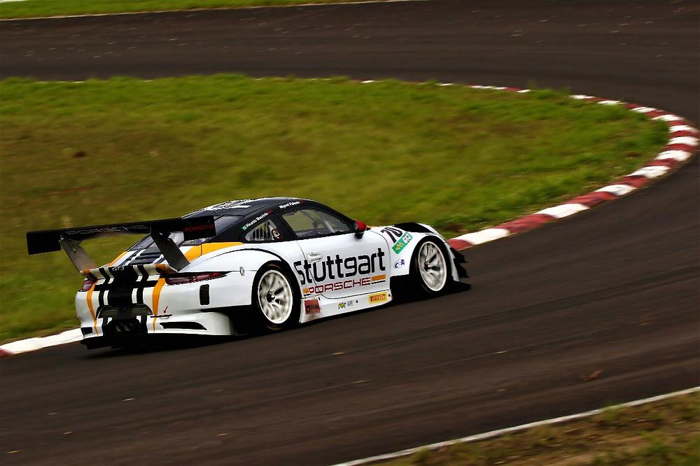 Porsche 911 GT3, de Miguel Paludo e Ricardo Mauricio