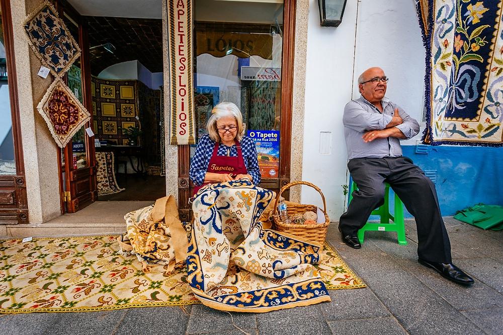 Os fascinantes tapetes de Arraiolos, tradicional produto do artesanato alentejano
