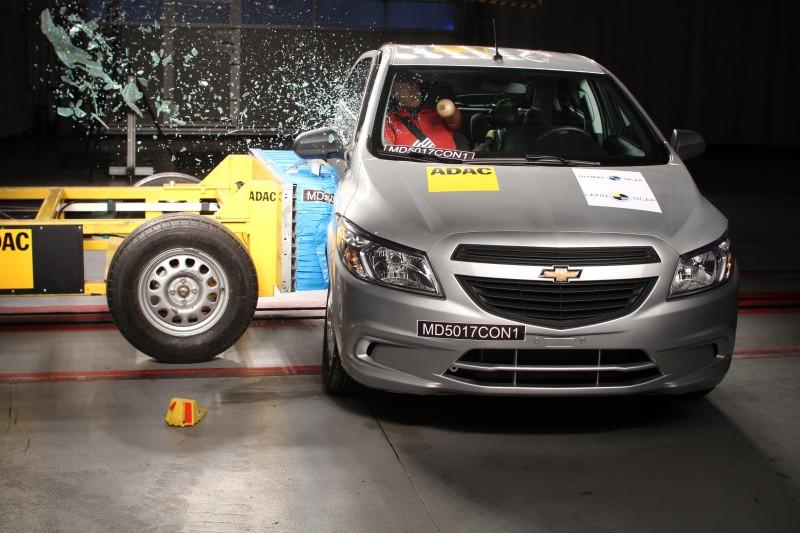 Testes Latin NCAP: Virtus repete Polo e consegue cinco estrelas. Chevrolet Onix melhora segurança
