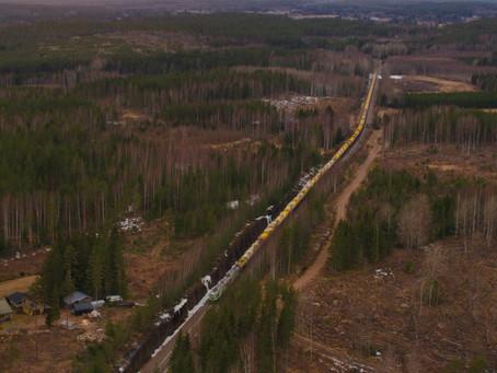 Vídeo: Finlândia opera trem de carga com mil metros e oitenta vagões