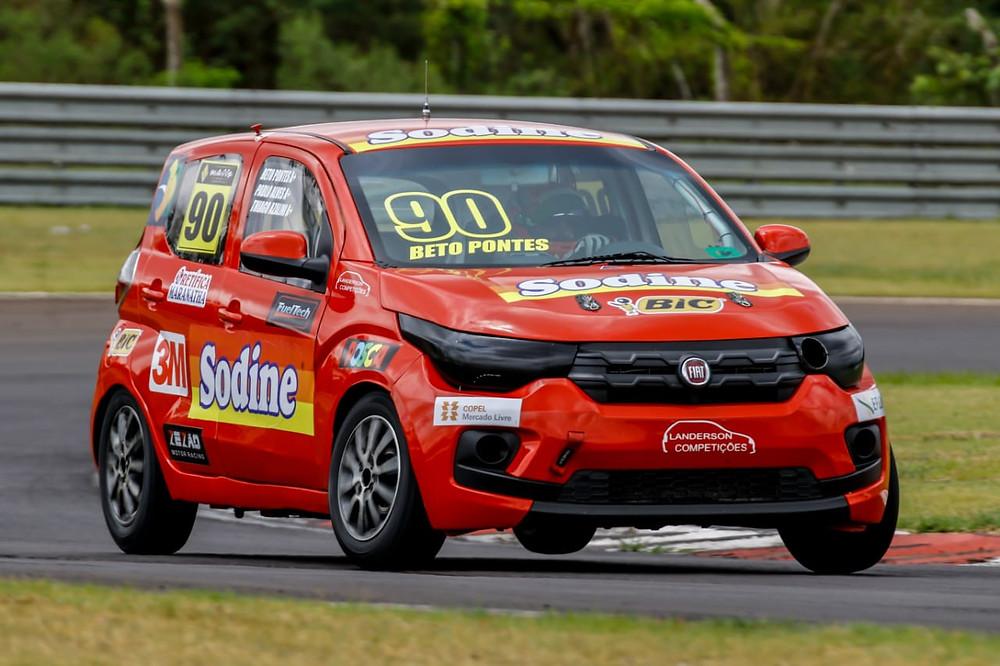 Cearense Beto Pontes em Fiat Mobi é campeão do Brasileiro de Turismo Nacional na categoria Sênior