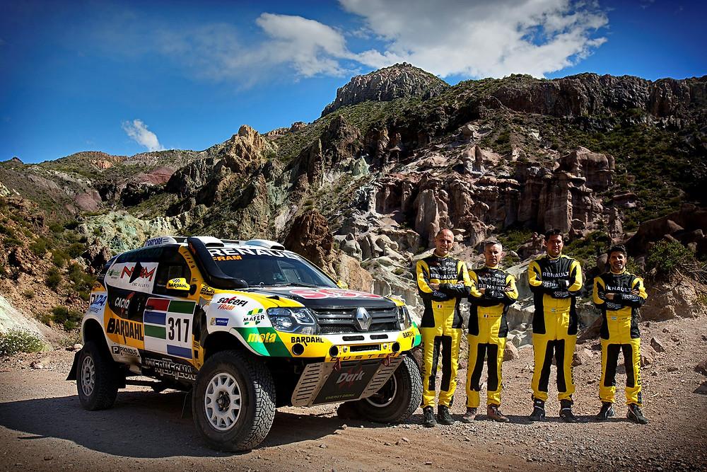 Duplas da equipe Renault Duster Dakar, prontas para mais uma maratona