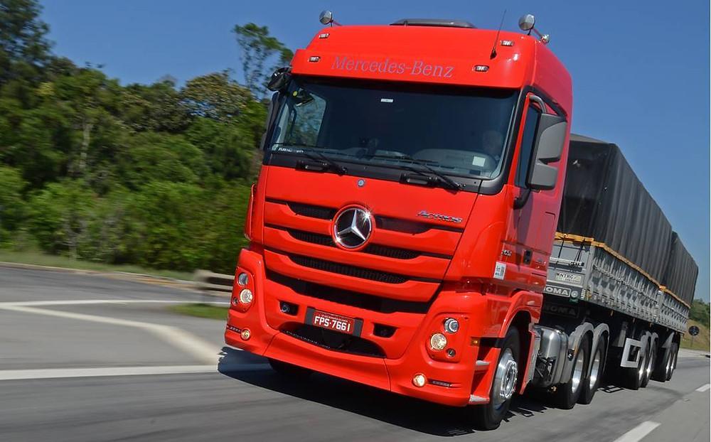 Actros 2651 foi o caminhão mais vendido no mercado brasileiro em julho