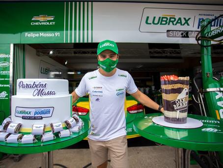 Stock Car: Felipe Massa ganha festa-surpresa em Goiânia