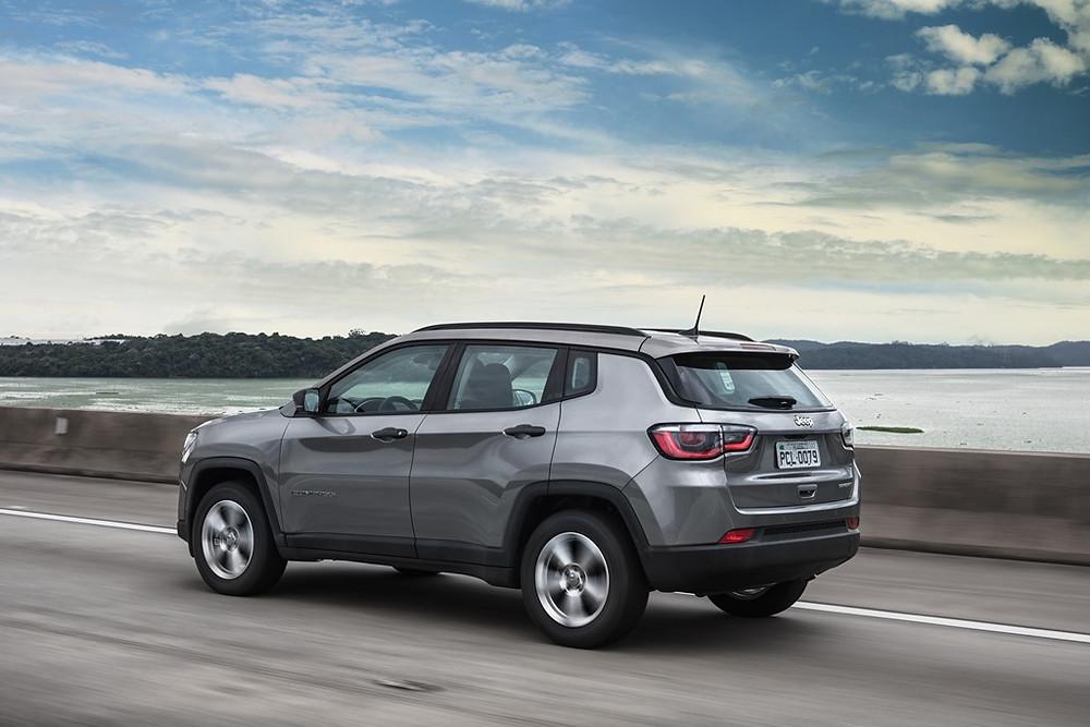 Recall: FCA chama proprietários do Jeep Compass e Dodge Journey 2018 para a sangria do sistema de freio para remoção de eventuais bolhas de gás.