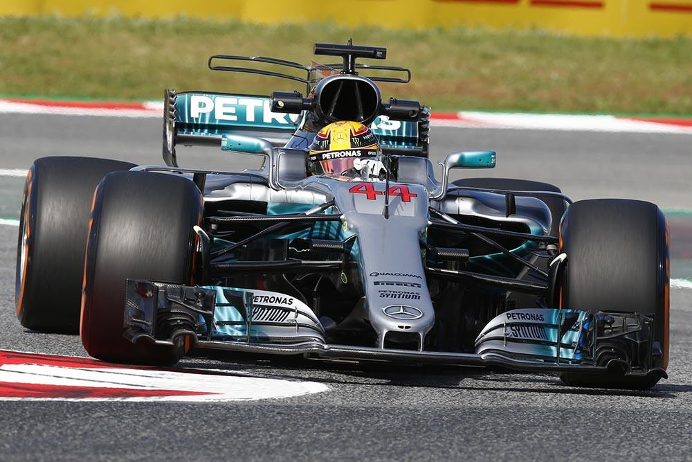 Lewis Hamilton conquista sua 64ª Pole Position e fica a uma de Senna