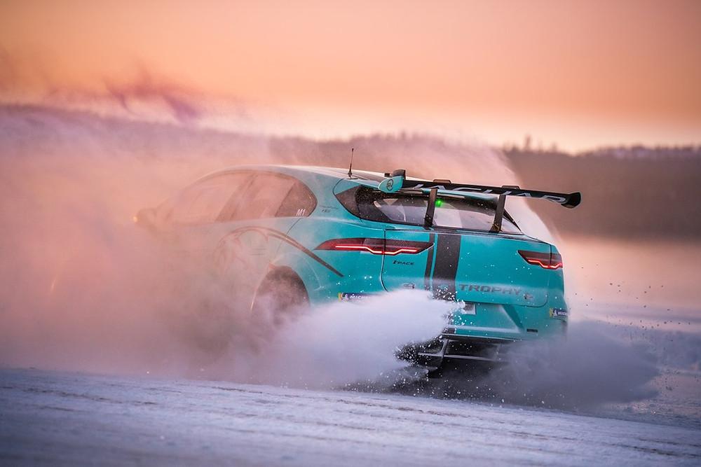 Nelson Piquet Jr faz testes com o Jaguar I-PACE eTROPHY nas instalações da Jaguar Land Rover, em Arjeplog, Suécia