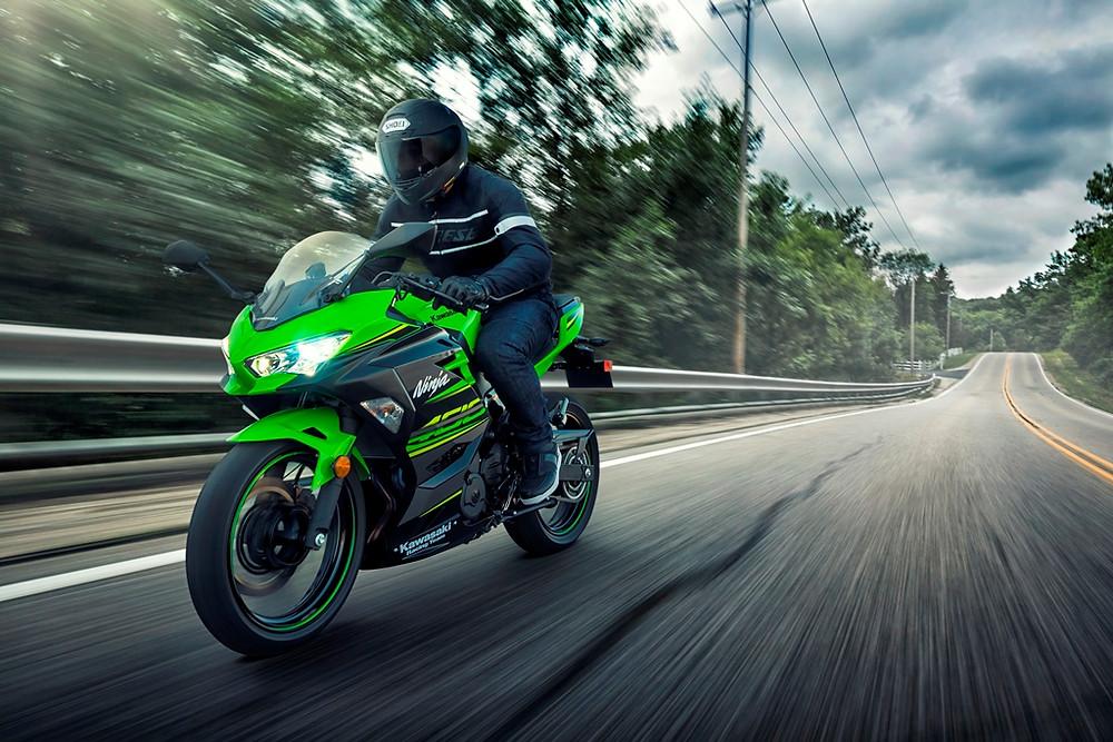 Por R$ 23.990 chega em setembro a Kawasaki Ninja 400