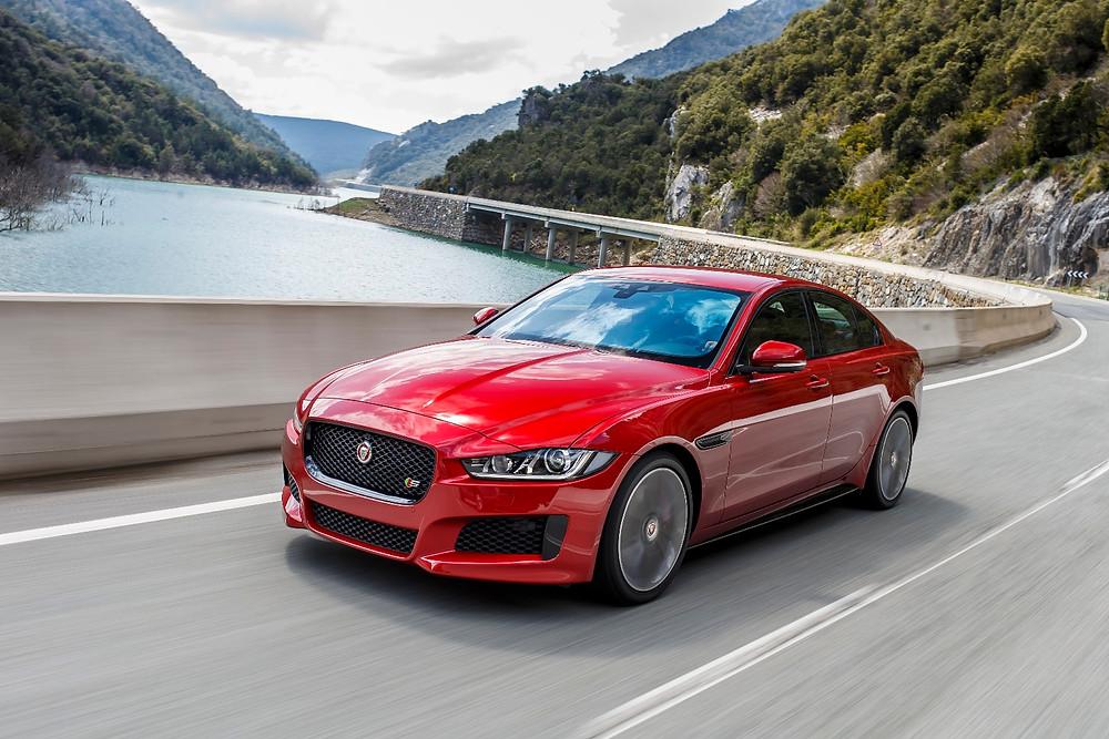 Linha 2017 do Jaguar XE chega ao Brasil a partir de R$ 181.560
