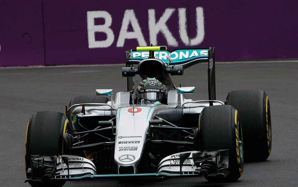 Nico Rosberg consegue importante Pole Position no estreante circuito de rua de Baku