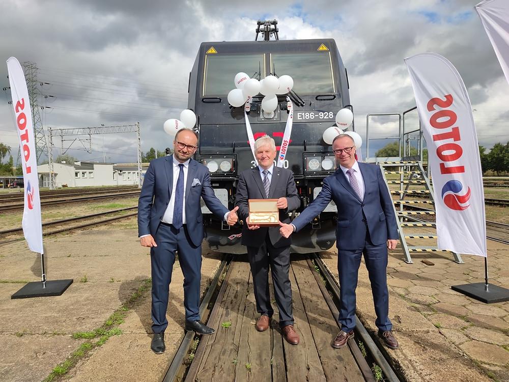 A Bombardier entrega a primeira locomotiva Traxx para a Cargounit