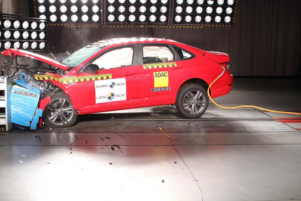 Latin NCAP: Fabricados no México, Tiguan e Jetta conseguem cinco estrelas nos últimos testes