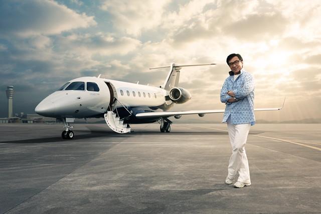 Jackie Chan é o primeiro cliente do Legacy 500 da Embraer na China