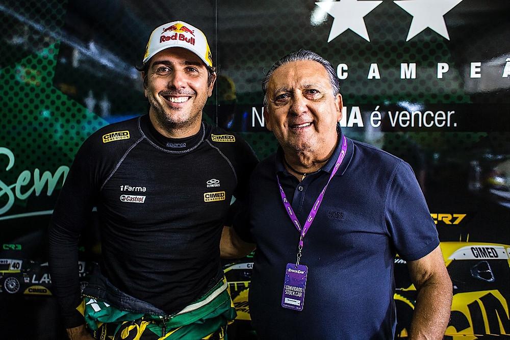 Galvão Bueno visita o filho Cacá no box da Cimed Racing em Londrina