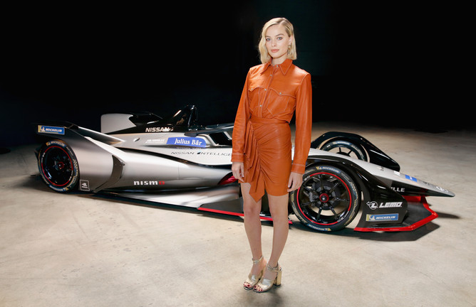 Margot Robbie, atriz indicada ao Oscar, apresenta carro da Nissan para a Formula E nos EUA