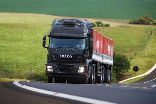 Grupo RTE Rodonaves compra 23 caminhões Iveco Stralis