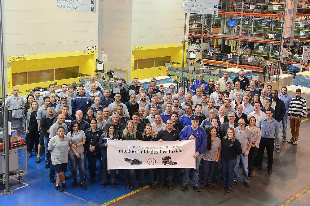 Mercedes-Benz atinge 140 mil caminhões e ônibus exportados em CKD