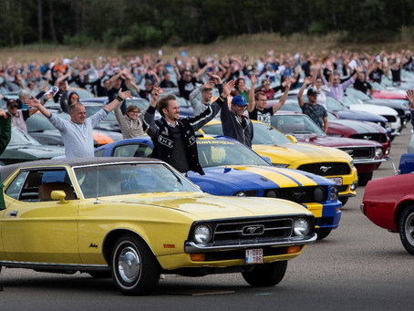 Ford reuniu 1.326 Mustangs na Bélgica