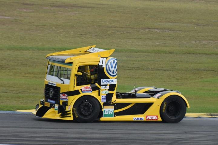 Fórmula Truck tem domínio completo de Felipe Giaffone em Curitiba