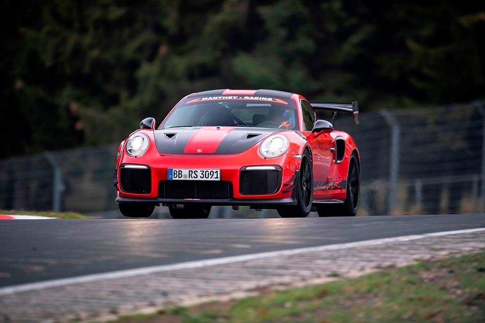 911 GT2 RS MR é o carro esportivo de rua mais rápido em Nürburgring